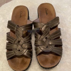 Clark leather sandals small heel size 11